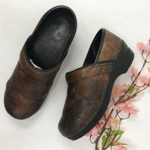 Sanita Brown Snakeskin Professional Clogs 37 6.5 7
